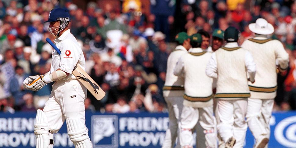 England cricket player Alec Stewart walks off after losijng a wicket to Pakistan in the Investec Test match.jpg