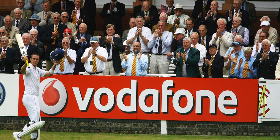 Kevin Pietersen is congratulated as he leaved the field during the first test against south africa in 2008.jpg