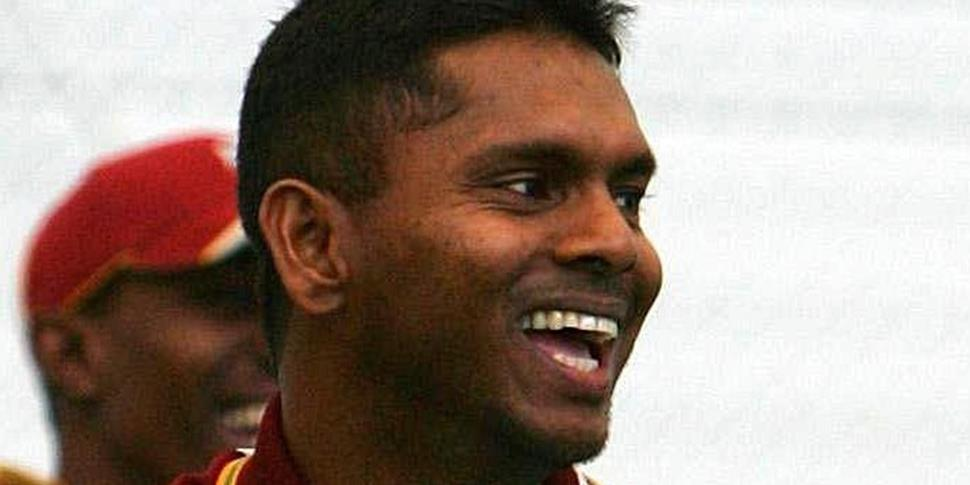 New signing Chanderpaul looks on during training.jpg