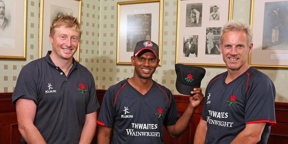 Shivnarine with Glen Chapple for Lancashire CCC.jpg