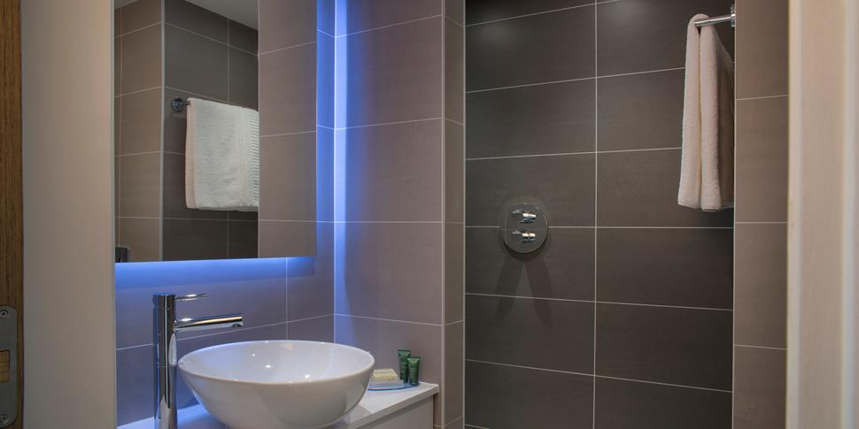 Bathroom of the Hilton Garden Inn Emirates Old Trafford Manchester.jpg